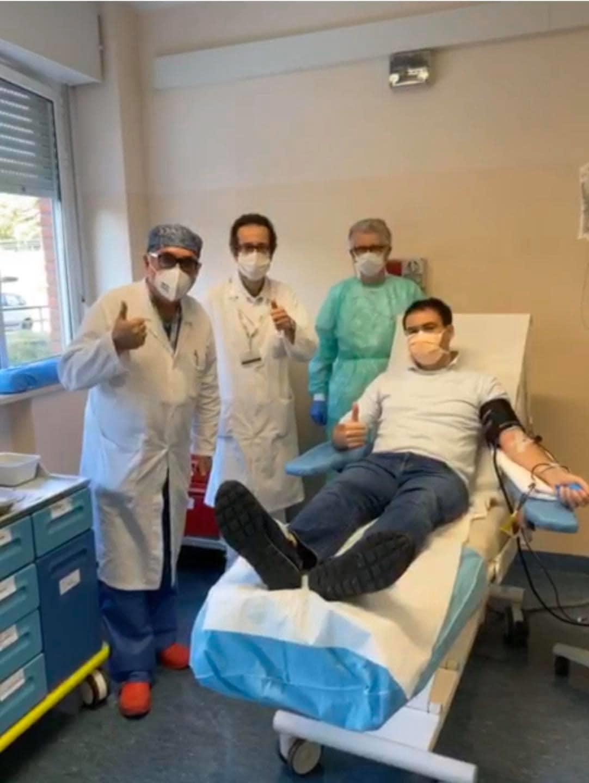 Il Dottor Daniele Costa (Direttore Sanitario UGR), dona il plasma